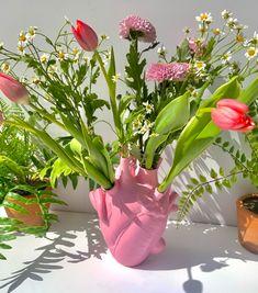 ꒰ 💌 ꒱┊𝚙𝚒𝚗𝚝𝚎𝚛𝚎𝚜𝚝: 𝚘𝚔𝚊𝚢𝚢𝚟𝚒𝚟 Flowers Nature, Dried Flowers, My Flower, Flower Vases, Plants Are Friends, Flower Aesthetic, Room Decor Bedroom, Bedroom Ideas, Glass Vase