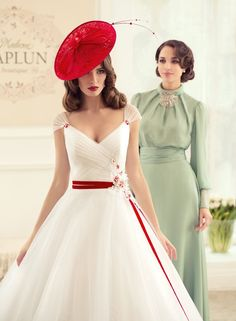 The FashionBrides is the largest online directory dedicated to bridal designers and wedding gowns. Beautiful Dresses, Nice Dresses, Formal Dresses, Wedding Suits, Wedding Gowns, Vintage Outfits, Party Mode, Gowns Of Elegance, Bridal Collection