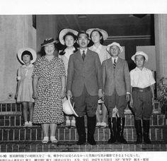 那須御用邸での昭和天皇ご一家。1947.8.31