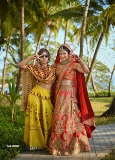 The Prettiest Bride & Sister Portraits We Came Across! Sister Photography, Indian Wedding Photography Poses, Men Photography, Indian Photoshoot, Bridal Photoshoot, Indian Wedding Outfits, Indian Wedding Bride, Wedding Dresses, Baby Wedding