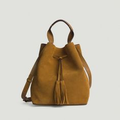 5 free tutorials to sew a bucket bag- 5 tutos gratuits pour coudre un sac seau 5 free tutorials to sew a bucket bag Bucket Bag, Leather Bag Tutorial, Bag Pattern Free, Learning Styles, Leather Bags Handmade, Classic Chic, Soft Leather, Purses And Bags, Women Accessories