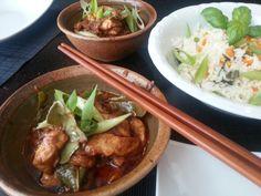 Kai panang is één van de meest populaire curry's uit Thailand. Normaliter gemaakt met kip, maar heb je toevallig nog een stukje rund- of varkensvlees liggen, schroom niet om deze in de rijke curry te serveren.