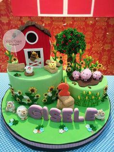 Little Farm Cake Tractor Birthday Cakes, Animal Birthday Cakes, 2nd Birthday Party Themes, Farm Animal Birthday, Zoo Birthday, Barnyard Cake, Barnyard Party, Farm Cake, Farm Party