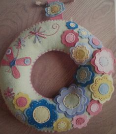 I love the flowers @ Hot Hive Textiles by Blooming Felt Felt Wreath, Wreath Crafts, Quilting Projects, Sewing Projects, Projects To Try, Felt Projects, Sewing Crafts, Diy Crafts, Felted Wool Crafts