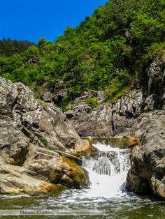 15 cascade memorabile din Romania - Aventura in Romania Romania Tourism, Waterfall Fountain, All Over The World, Bali, Outdoor, Waterfalls, Rivers, Sport, Prague