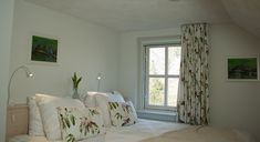 Kamer 2 – Bed & Breakfast de bataaf 100 Euro, Curtains, Home Decor, Blinds, Decoration Home, Room Decor, Draping, Home Interior Design, Picture Window Treatments