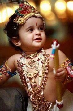 Babies look adorable in disguise of Krishna😍 Lord Krishna Images, Radha Krishna Pictures, Radha Krishna Photo, Krishna Photos, Krishna Art, Hare Krishna, Krishna Birthday, Little Krishna, Krishna Janmashtami