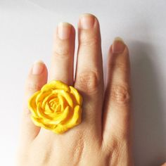 I have this ring in cream.  Love it!