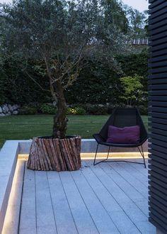 Lorsque le niveau de votre jardin est plus haut que votre terrasse profitez de cette opportunité pour créer un espace de détente éclair...