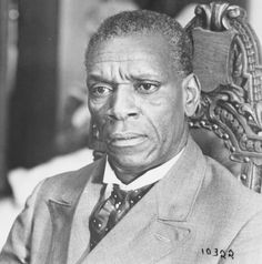Moses Gunn (October 2, 1929 – December 16, 1993). Born in St. Louis, MO. Served in the U.S. Army. Actor best remembered for his roles in television and big screen productions of Shaft.