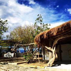 Madera reciclada del río magdalena y mangle cultivado en la costa atlántica de Colombia hacer parte de la experiencia de permanecer en una casa cercana a los 100 años