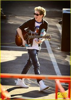 Twitter / UpToDate1D: Niall today during X Factor rehearsals
