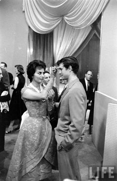 Anthony Perkins and Sophia Loren Hollywood Icons, Vintage Hollywood, Classic Hollywood, Sophia Loren Images, Anthony Perkins, Best Supporting Actor, Classic Movie Stars, Iconic Movies, Celebs