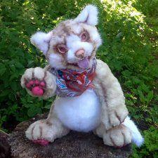 Авторская игрушка камышовый кот. Сшита из искусственного меха двух видов. Полностью ручная работа. Глаза с использованием стекла, веки — валяние.