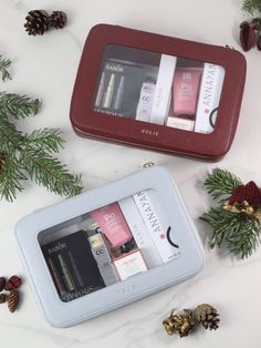 In this limited edition, VOLIE's signature cosmetic case made from high-quality recycled leather is filled with hand selected beauty treasures from the categories skincare and fragrance, worth over 200€ including two full size products. The perfect Christmas gift for all beauty lovers! The set is available in the colours Bordeaux and Bleu Ciel.