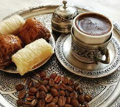 Coffee Set, Coffee Cafe, Coffee Is Life, Coffee Break, Coffee Lovers, Iced Coffee, Coffee Photography, Food Photography, Coffee Brownies