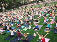 Gratis Yoga en @BryantPark 10am a 11am martes / jueves 6pm a 7pm Mayo  20 a  Septiembre 18 No es necesario tener la manta de Yoga / Grátis Yoga em @BryantPark. 10am a 11am terça-feira / quinta-feira 6pm a 7pm Maio 20 a Setembro 18 Não é necessário ter a manta de Yoga / Free Yoga at @BryantPark Tuesdays 10am to 11am May 20 to Sep 18. Don't need your Yoga Mat.