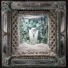 Luxo Simples Assim: Van Cleef tem vitrines de Douglas Little em NY