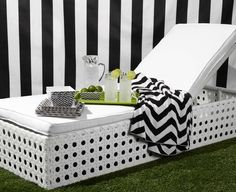 This spring is all about relaxed outdoor entertaining. Prep for warm weather with effortless black and white outdoor style.