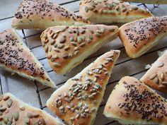 Wypieki Rene: Bułeczki drożdżowe na maślance Hot Dog Buns, Hot Dogs, Grilling, Food And Drink, Bread, Baking, Ethnic Recipes, Kitchen, Blog