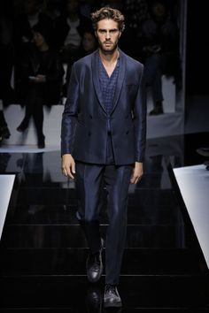 See the complete Emporio Armani Spring 2017 Ready-to-Wear collection.