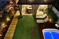 Navegue por fotos de Jardim Rústico Bege: Área de Lazer na cidade. Veja fotos com as melhores ideias e inspirações para criar uma casa perfeita.