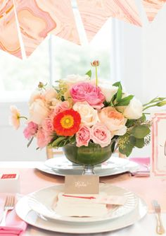 Beautiful centerpiece - perfect for summer weddings http://rstyle.me/n/vsug5nyg6