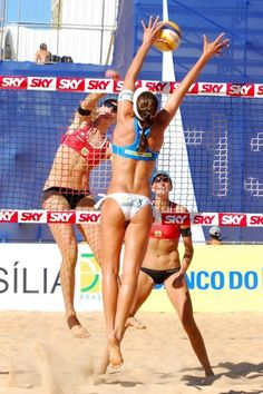 Beach volleyball players have the BEST bodies! Beach Volleyball Girls, Sport Volleyball, Female Volleyball Players, Volleyball Workouts, Volleyball Clothes, Volleyball Shorts, Foto Sport, Beautiful Athletes, Fit Girl