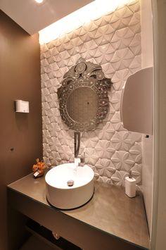 Espelho Veneziano - Revestimento 3D - Madeira - Bancada Vidro - Iluminação. Lavabo Recepção - Jardim Odontologia