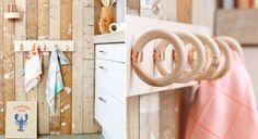 Un porte-serviette pas cher et futé - Haus Kredit Wood Projects, Craft Projects, Diy Rangement, Beautiful Stairs, Towel Hooks, Raw Wood, Repurposed, Home Improvement, Hanger