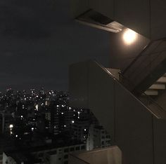 aesthetic, night, and city image Night Aesthetic, City Aesthetic, Aesthetic Grunge, Aesthetic Dark, Paradis Sombre, Fotojournalismus, Dark Feeds, Dark City, Night Vibes