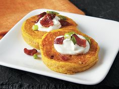 Appetizers ready in 25 minutes! Enjoy these wonderful mini bacon and pumpkin pancakes topped with sour cream. Make Ahead Breakfast Casserole, Sweet Breakfast, Breakfast Recipes, Breakfast Ideas, Breakfast Club, Brunch Recipes, Pumpkin Pancakes, Pancakes And Waffles, Pumpkin Dessert