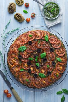 Recette et photos d'une tarte aux tomates rôties, savoureuse, facile et rapide à réaliser, aux parfums de basilic et d'huile d'olives.