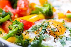 Jajka w warzywach