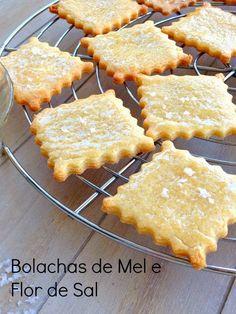 Bolachas de Mel e Flor de Sal Good Food, Yummy Food, Bread Cake, Portuguese Recipes, Sweet Cakes, How Sweet Eats, Sweet Bread, Kitchen Recipes, Cookies