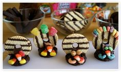 Thanksgiving turkey cookies http://www.snackpicks.com/en/snackSolutions/ideas/thanksgiving-turkey-cookies.html