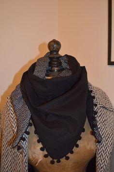 Aujourd'hui petit tuto couture facile pour réaliser un foulard très sympa et original que j'ai trouvé une nouvelle fois sur pinterest :) Voici lien du site :http://lesptitesmeches.canalblog.com/archives/2011/04/12/20874257.html Matériel : 1 m x 1 m de...                                                                                                                                                                                 Plus