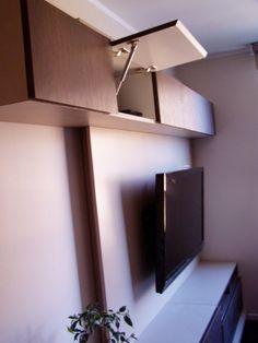Mueble aereo con apertura horizontal con brazos de gas.
