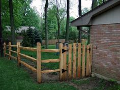 Creating your own wood split rail fence has several advantages such as getting a personalized rendering. And more original than& The post Innovative Wood Split Rail Fence appeared first on Bigjohns Tavern Furniture. Farm Fence, Dog Fence, Backyard Fences, Garden Fencing, Gabion Fence, Wood Fences, Wood Fence Design, Gate Design, Split Rail Fence