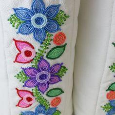 <b>Rosa Scribe</b> <br>Ladies 8 Floral Mukluks
