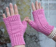 Ravelry: Roosa Ruusu pattern by Emma Karvonen Knitted Mittens Pattern, Knitting Patterns, Wrist Warmers, Hand Warmers, Fingerless Gloves Knitted, Knitted Hats, Knit Picks, Mittens, Crochet Slippers