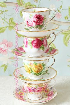 Fancy a nice cuppa tea in one of those beautiful bone china cups and saucers. Tee Set, Party Set, Teapots And Cups, China Tea Cups, Vintage China, Vintage Teacups, Antique China, My Cup Of Tea, China Patterns