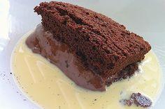 IRAJÁ Bolo de chocolate com brigadeiro quente e calda de creme inglês fria