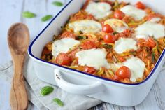 15 x healthy oven dishes - Beaufood - 15 x healthy oven dishes, oven dish with zucchini pasta, cheese and tomato - Veggie Recipes, Pasta Recipes, Vegetarian Recipes, Cooking Recipes, Healthy Recipes, Healthy Cooking, Healthy Eating, Low Carb Brasil, Gourmet