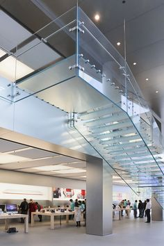 "Apple's ""momentum has slowed down"" says Apple Store designer Glass Handrail, Glass Railing System, Glass Stairs, Railing Design, Staircase Design, Steel Railing, Railings, Beautiful Stairs, Glass Structure"