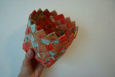 basket woven with old bedrock maps Crafts To Make, Arts And Crafts, Diy Crafts, Diy Paper, Paper Crafts, Bra Hacks, Paper Basket, School Projects, Basket Weaving