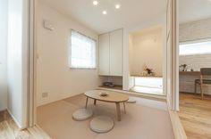 和室 Japanese Interior Design, Japanese Home Decor, Japanese House, Modern Interior, Home Interior Design, Zen Interiors, Tatami Room, Multipurpose Room, Interior Windows