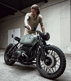 Ideas motorcycle cafe racer bmw for 2019 Bmw Cafe Racer, Style Cafe Racer, Cafe Bike, Cafe Racer Build, Moto Scrambler, Street Scrambler, Best Motorbike, Cafe Racer Motorcycle, Motorcycle Gear