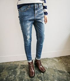 For some kind of reason, I am terribly attracted to wearing old, faded and worn out jeans. Maybe it is due partly to my fascination with 90's fashion. Or, it can also be due to the fact that it rem...