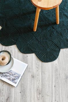 Shelter 7 rug - Wit and Delight Crochet Diy, Crochet Home, Hexagon Crochet, Crochet Carpet, Crochet Rugs, Hand Crochet, Boucherouite, Cotton Cord, Wit And Delight